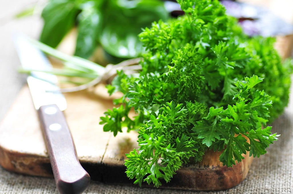 parsley-healthier-than-kale
