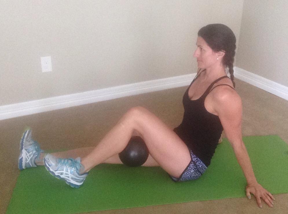KneePain.Seated ball squeeze behind knee1